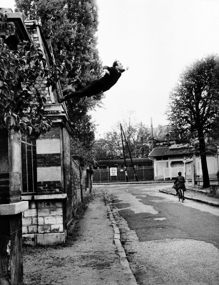 Yves Klein. El hombre en el espacio. El pintor del espacio se arroja al vacío,1960