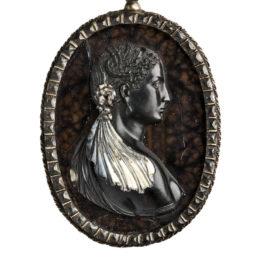 Camafeo con retrato de dama y epigrama griego. Museo Arqueológico Nacional