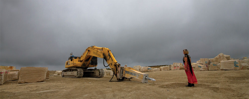 Cristina Ferrández. The digger and the woman, 2011. Serie Transitional Landscapes