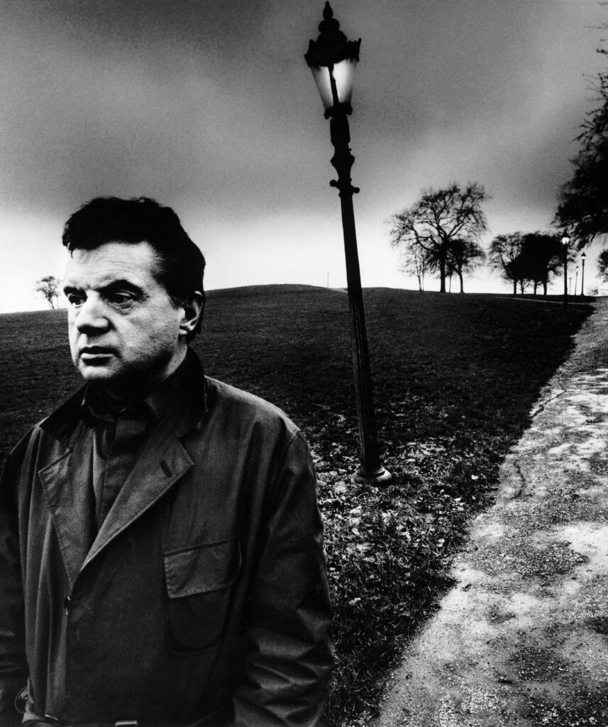 Bill Brandt. Francis Bacon en Primrose Hill, Londres, 1963. Cortesía de Bill Brandt Archive and Edwynn Houk Gallery © Bill Brandt / Bill Brandt Archive Ltd