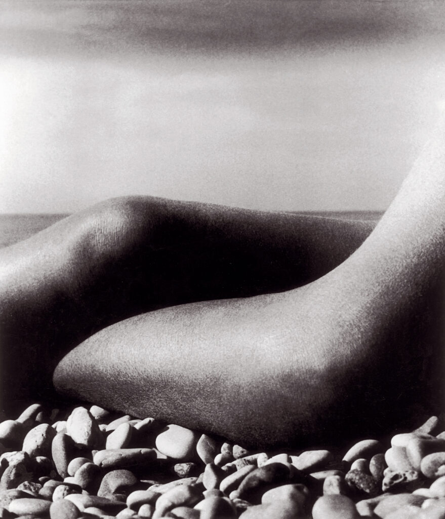 Bill Brandt. Desnudo, Baie de Anges, Francia, 1959. Cortesía de Bill Brandt Archive and Edwynn Houk Gallery © Bill Brandt / Bill Brandt Archive Ltd