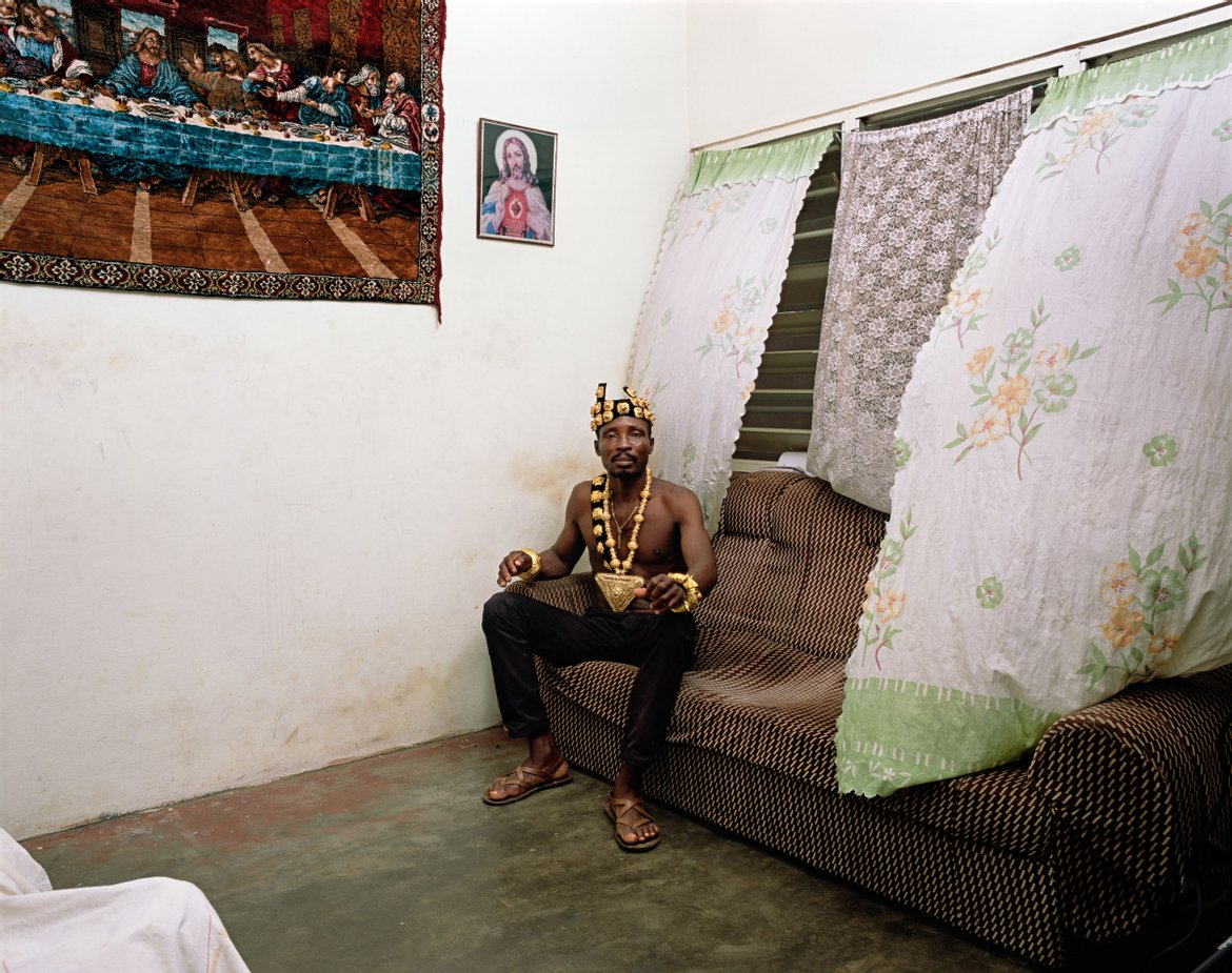 Deana Lawson. Chief, 2019. Cortesía de Sikkema Jenkins & Co., Nueva York y David Kordansky Gallery, Los Angeles