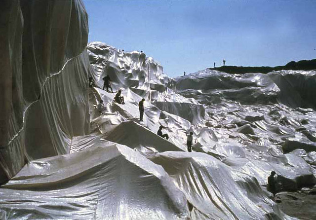 Christo y Jeanne-Claude. Wrapped coast, 1968-1969