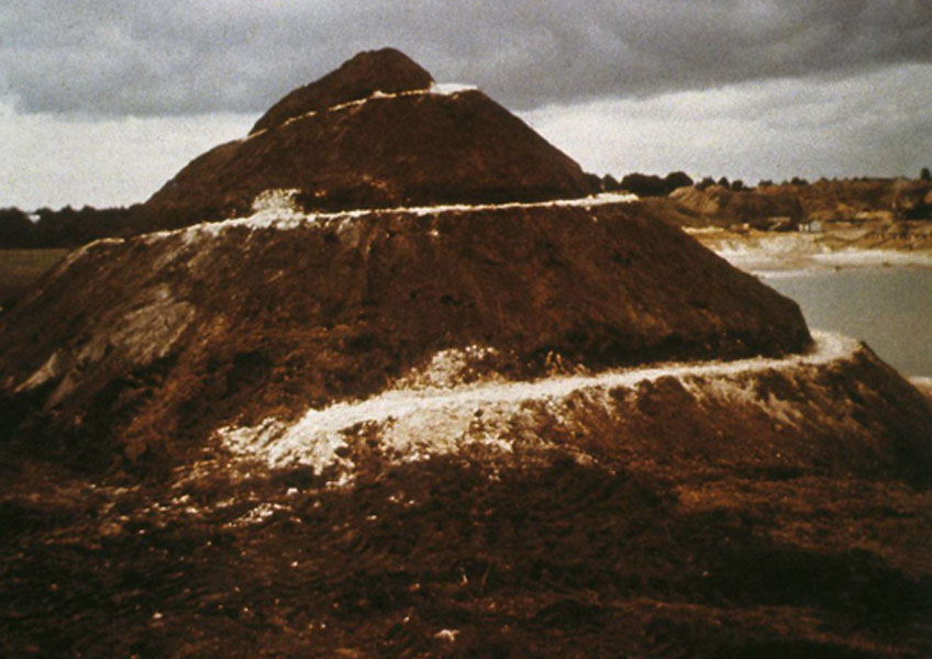 Robert Smithson. Spiral Hill, 1971